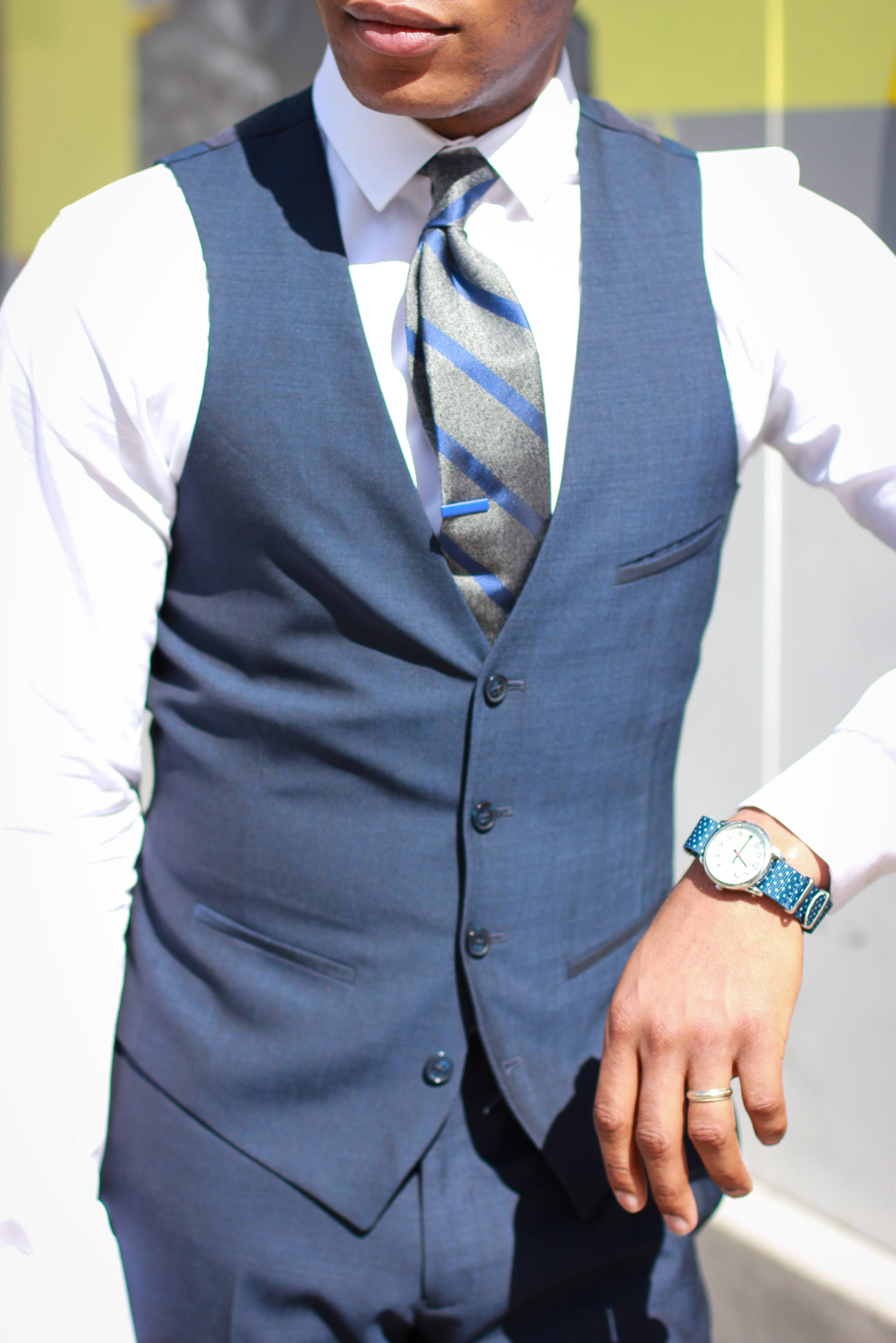 The Midnight Blue Suit 5 Ways With Bar III | Men\'s Style Pro | Men\'s ...